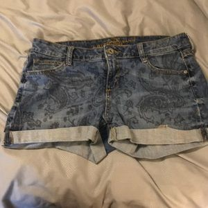 Patterned blue jean shorts